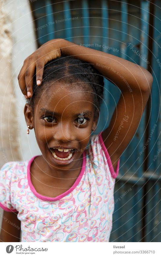 ausdrucksstarkes Mädchen , havanna - kuba Lifestyle Stil schön Leben Spielen Ferien & Urlaub & Reisen Ausflug Insel Kind Mensch feminin Kindheit Kopf