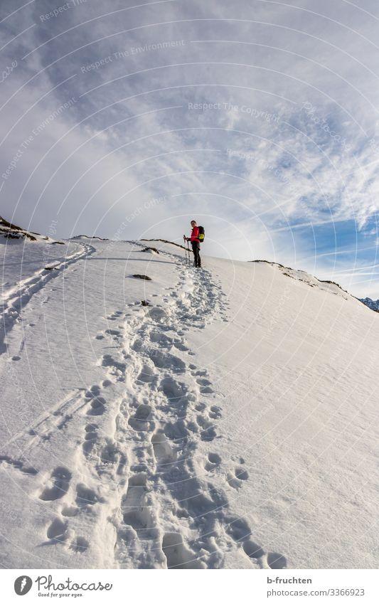 Bergwanderung Leben Freizeit & Hobby Winterurlaub Berge u. Gebirge wandern Sport Fitness Sport-Training Frau Erwachsene 1 Mensch Schönes Wetter Schnee Alpen