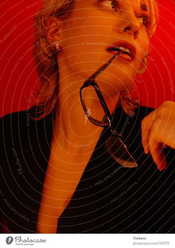 intelligent & erotisch Frau rot schwarz Brille
