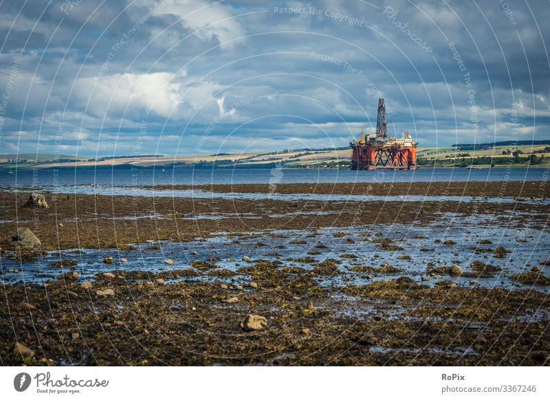 Eingemottete Bohrinsel an der Küste Schottlands. Lifestyle Stil Ferien & Urlaub & Reisen Tourismus Ferne Sightseeing Strand Meer wandern Wissenschaften