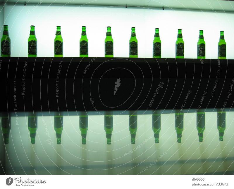 toomanybeers Bier Bar Reflexion & Spiegelung grün Saigon Alkohol Lichterscheinung Flasche