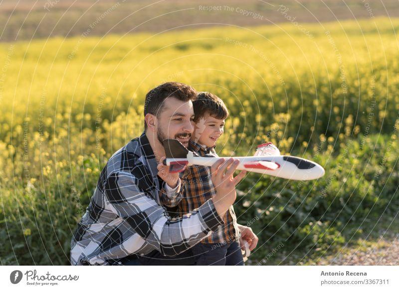 Fliegen lernen Lifestyle Glück Spielen Kind Schule Mensch Junge Mann Erwachsene Vater Familie & Verwandtschaft Kindheit fliegen Liebe Zusammensein Gefühle