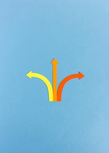 Optionen | Drei Pfeile zeigen in unterschiedliche Richtungen Wege Wege & Pfade Entscheidung Papier Papierschnitt bunt Schilder & Markierungen Orientierung links