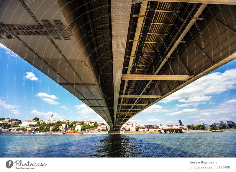 Belgrad, Serbien Fluss Europa Stadt Hauptstadt Brücke Bauwerk Gebäude Architektur Wahrzeichen Verkehr Metall Ferne unten Konstruktion Wasser urban Anschluss
