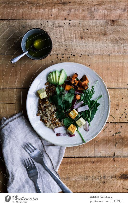 Köstliches Gemüsegericht in Tellern auf dem Tisch Speise lecker Vegetarier anders Reis rustikal Lebensmittel Mahlzeit hölzern Mittagessen Abendessen