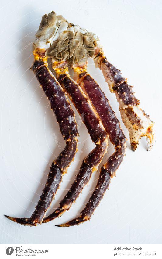 Gekochte Königskrabben-Beine Teller gekocht Exquisit Portion Lebensmittel Mahlzeit Abendessen Mittagessen geschmackvoll lecker Tisch köstlich schmackhaft