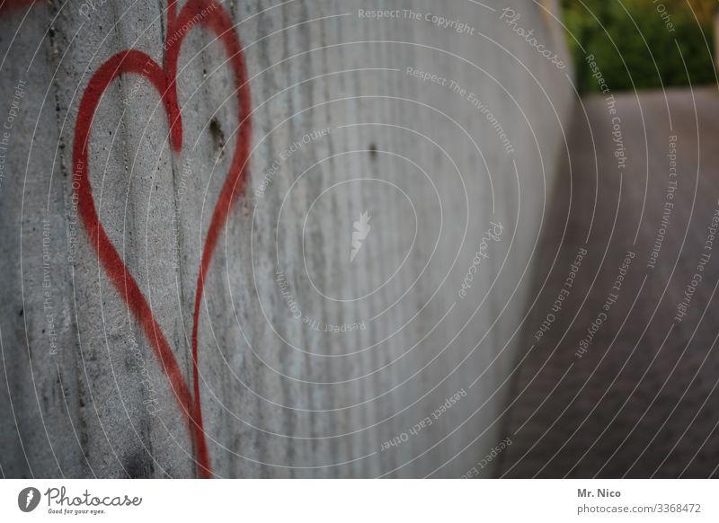 stadtherz Herz Liebe Mauer Wand Graffiti Schriftzeichen grau Wege & Pfade Gefühle Verliebtheit Sympathie Zeichen rot Romantik Symbole & Metaphern herzförmig