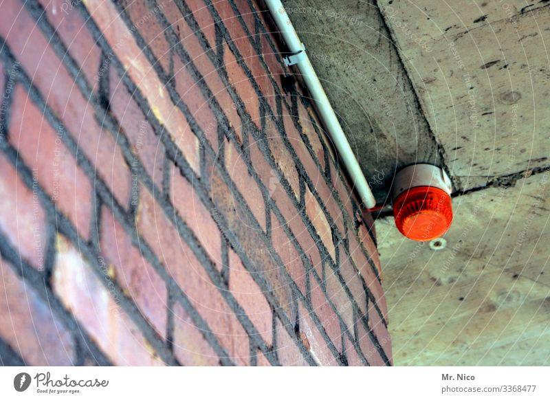 Alarmstufe Rot Sicherheit Warnleuchte Alarmanlage Signalanlage Kontrolle Zugang Blinklicht Mauer Haus Warnsignal Beleuchtung Decke rot Rotlicht Wachsamkeit