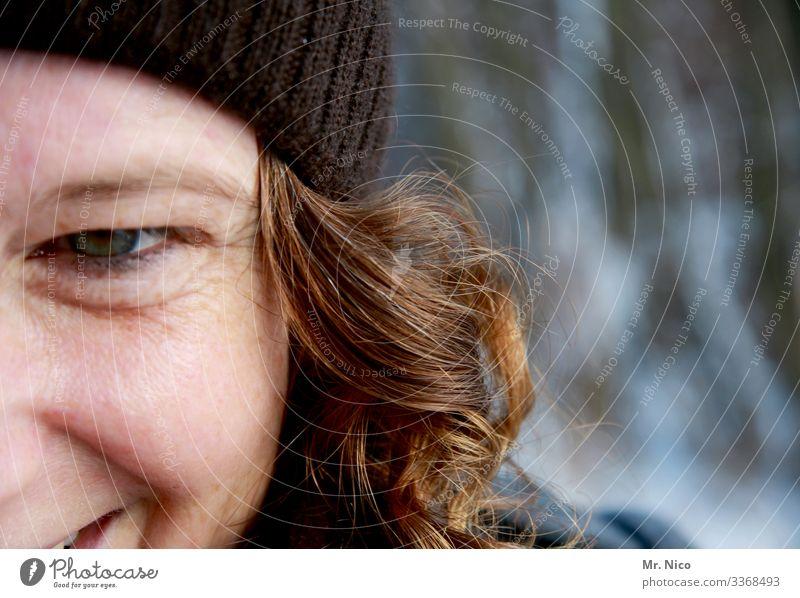 blickkontakt feminin Frau Erwachsene Gesicht Auge 1 Mensch Mütze langhaarig Locken beobachten lachen leuchten authentisch schön natürlich Freude Glück