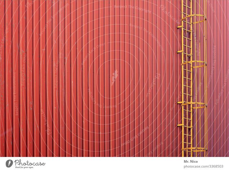 rette sich wer kann Industrieanlage Fabrik Bauwerk Gebäude Architektur Mauer Wand Fassade gelb rot Leiter Feuerleiter aufsteigen Abstieg Sicherheit Lagerhalle