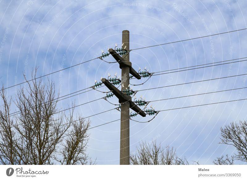 Strommast Draht blau Himmel Elektrizität Linie Pylon Silhouette Kabel Energiewirtschaft Industrie Metall Stahl Turm gefährlich Risiko Technik & Technologie hoch