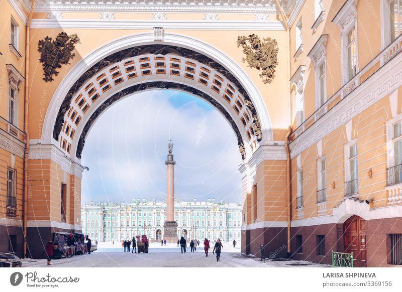 Palastplatz, Bogen des Generalstabs in St. Petersburg, Russland Ferien & Urlaub & Reisen Tourismus Winter Schnee Museum Kultur Himmel Stadt Gebäude Architektur