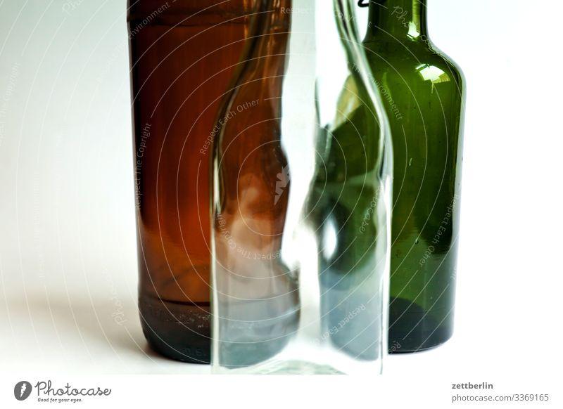 Buntglas Altglas Bier Bierflasche Flasche Getränk Glas Glasflasche Müll Pfand Pfandflasche trinken Verschluss 3 Menschenleer Textfreiraum Innenaufnahme