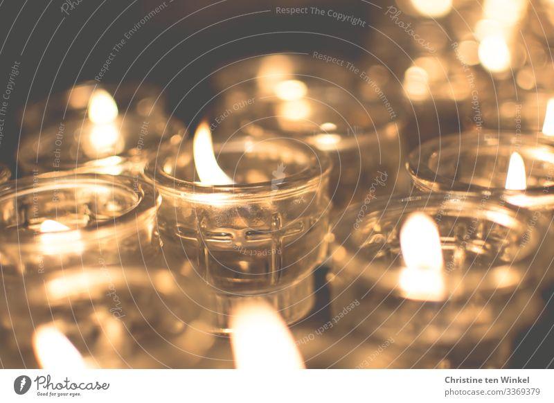 Kerzenschein leuchten ästhetisch Freundlichkeit heiß hell nah schön Wärme gold Gefühle Stimmung trösten dankbar Hoffnung Glaube demütig Traurigkeit Sorge Trauer