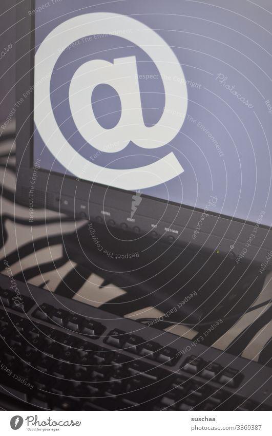 großes @-zeichen auf bildschirm Zeichen at Schriftzeichen Computer Bildschirm digital elektronisch Internet Gerät Technik & Technologie Business Mitteilung