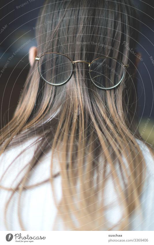 falsch herum (2) Kopf Haare & Frisuren langhaarig Hinterkopf Brille Ohr Rückansicht feines Haar Schwache Tiefenschärfe Unsinn Witz Sehschwäche Optiker