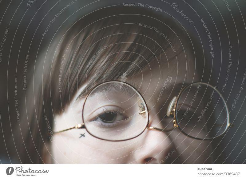 falsch herum (1) Jugendliche Junge Frau Mädchen Gesicht Auge Haare & Frisuren Nase Brille Pony