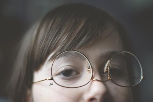 falsch herum (1) Mädchen Jugendliche Junge Frau Teenager Gesicht Auge Nase Brille Blick Pony Haare & Frisuren