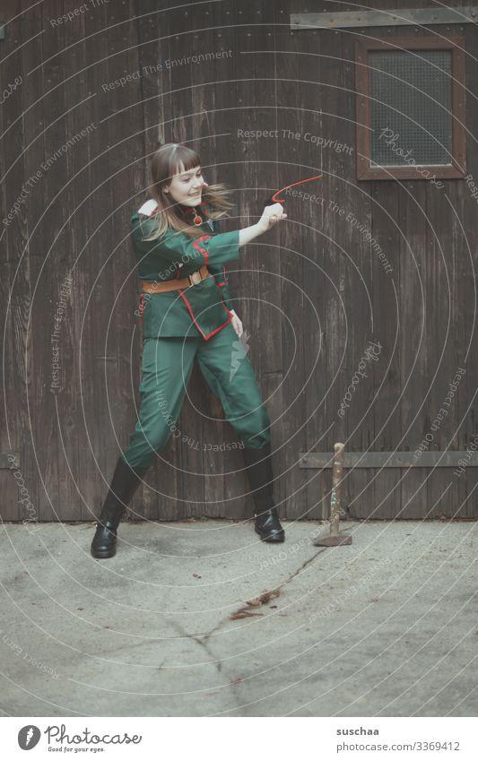 fotochallenge l vorsicht teenager .. (2) Mädchen Jugendliche Junge Frau Teenager wild Karneval Kostüm Karnevalskostüm Uniform Militär Soldat Dynamik Freude
