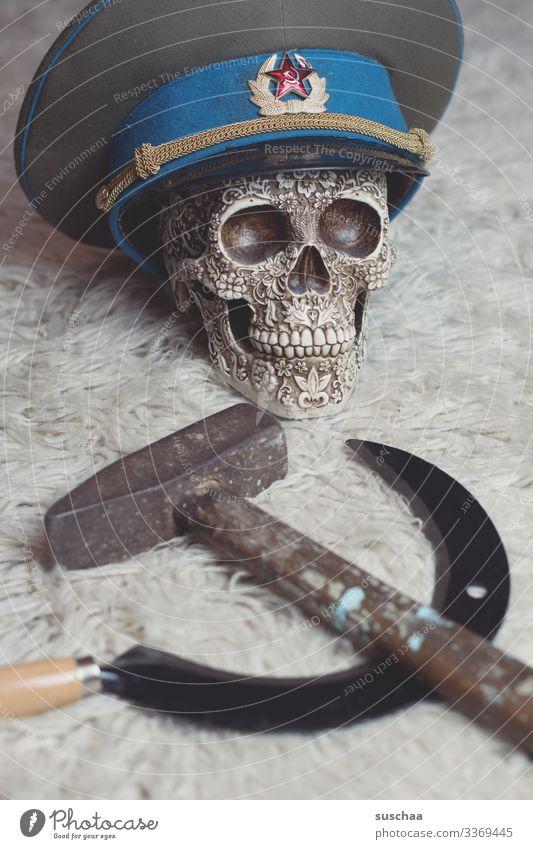 schon so tot aber immer noch kein bisschen versöhnlicher .. Totenkopf Schädel Mütze Sowjetunion Revolution Hammer Sichel Sinnbild Russland Politik & Staat