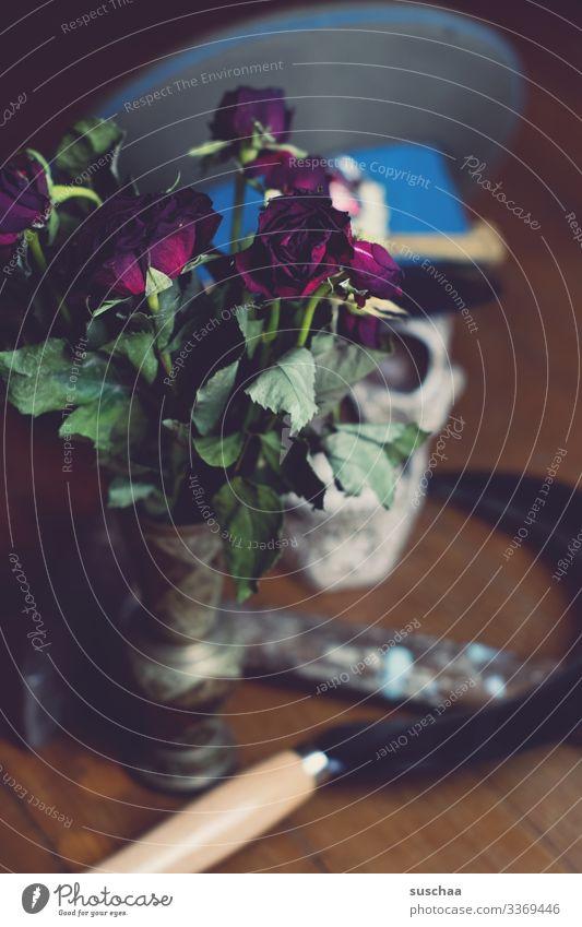 fotochallenge l es war einmal (2) Hammer Sichel rustikal Holzfußboden dunkel Tod Verderben Kommunismus Politik & Staat Sowjetunion Schädel Mütze Rose Blume