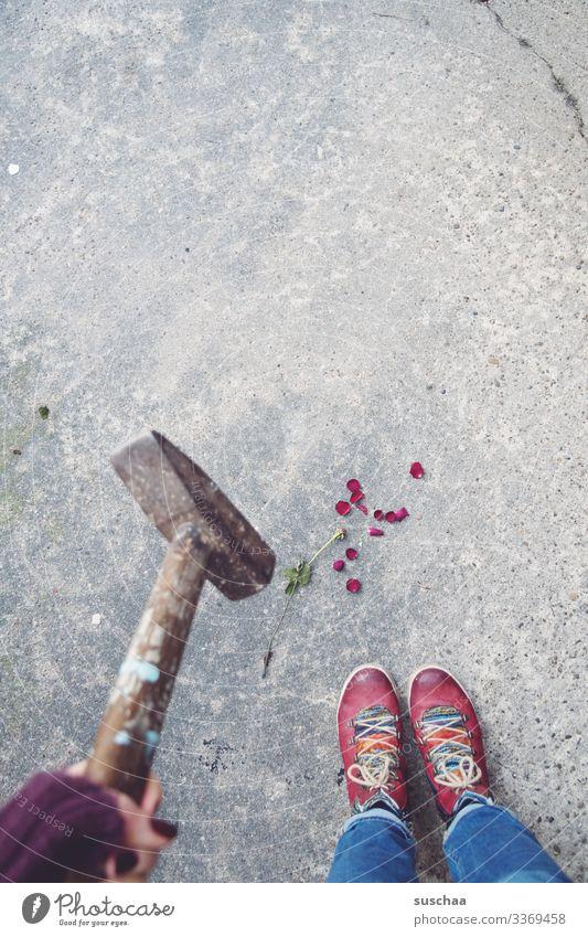 the end of the romance I fotochallenge Fotochallenge Hammer Werkzeug Waffe Gefahr gefährlich gewalttätig Metall Gewalt bedrohlich Aggression Wut Rache