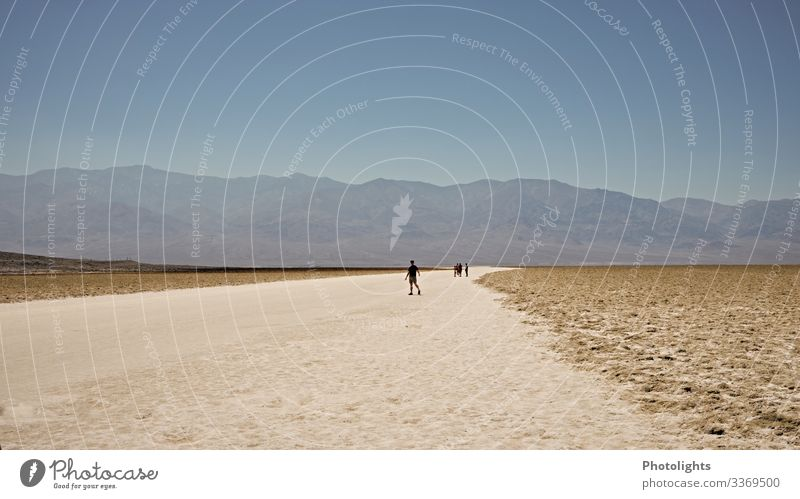 Death Valley - Badwater Basin Mensch Umwelt Natur Landschaft Erde Sand Himmel Wolkenloser Himmel Wüste Mojave Death Valley National Park USA Amerika groß