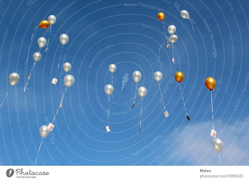 Luftballons mit Wünschen fliegen zum Himmel abstrakt Hintergrundbild Ballone Geburtstag blau Karneval Feste & Feiern Farbe mehrfarbig Tag