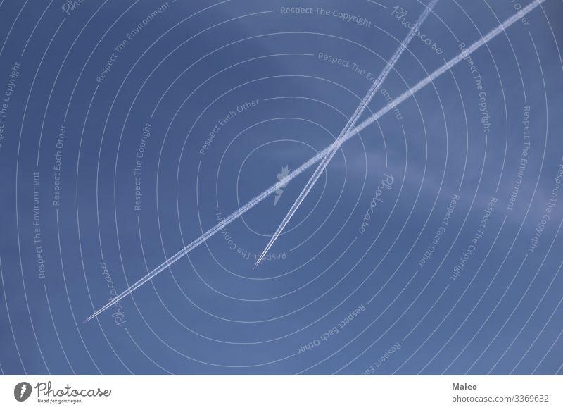 Himmel Kreuzung Straßenkreuzung Flugzeug Luft Atmosphäre Luftverkehr Hintergrundbild blau Klarheit deutlich Wolken kondensieren Kontrast fliegen fliegend Fliege