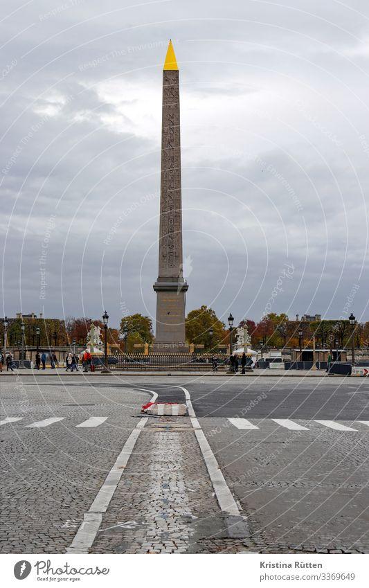 obelisk Tourismus Hauptstadt Platz Sehenswürdigkeit Wahrzeichen Gold historisch hoch Spitze Place de la Concorde Monolith Granit Geschenk Hieroglyphen Großstadt