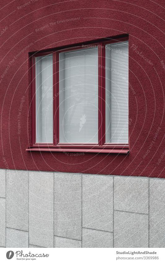 Fenster eines modernen Gebäudes Lifestyle Haus Stadt Hochsitz Architektur Fassade Stein dunkel einfach neu Sauberkeit grau rot weiß Wand Europa Europäer
