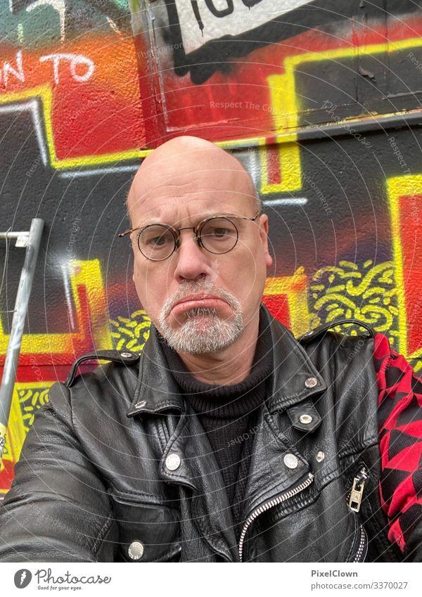 Frust Lifestyle Stil Freude Mensch Mann Erwachsene Körper Kopf Gesicht 1 45-60 Jahre Stadt Traurigkeit verrückt trashig gelb rot schwarz Angst Stress