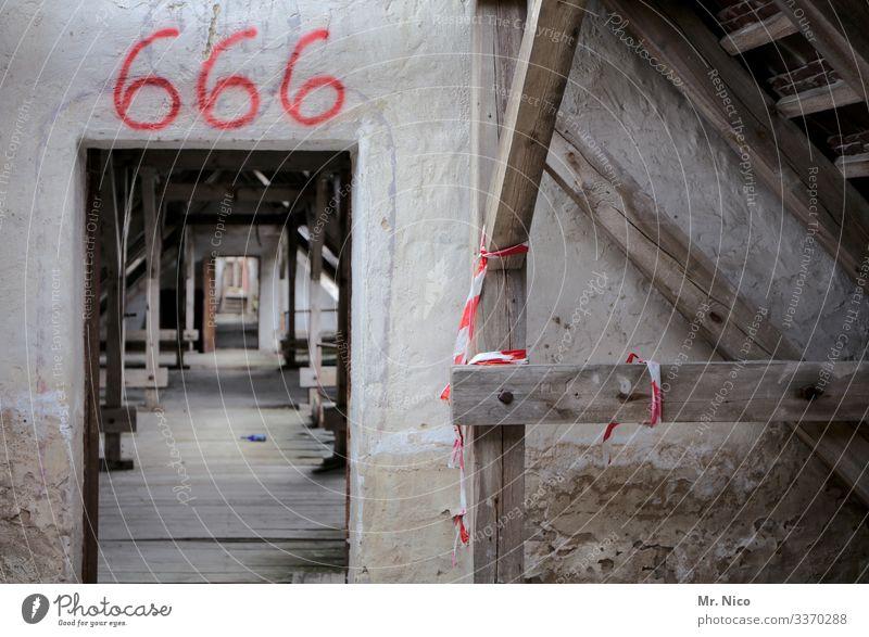 The Number of the Beast Dorf Stadt Haus Hochhaus Ruine Bauwerk Gebäude Architektur Mauer Wand Tür alt 666 Dachboden Altbau Renovieren Konstruktion Verfall