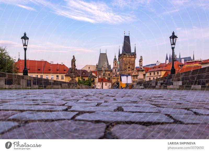 Karlsbrücke, alte Türme und Statuen bei Sonnenaufgang, Prag Stil Ferien & Urlaub & Reisen Tourismus Kultur Landschaft Himmel Fluss Stadt Kirche