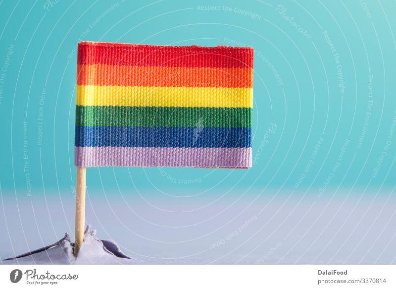 LGBT-Flagge aus einem Berg (Konzept) Berge u. Gebirge Homosexualität Himmel Fahne blau Zukunft Hintergrund Transparente farbenfroh Entwurf Konzept erscheint