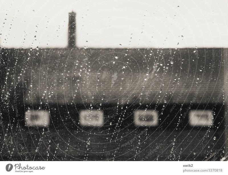 Schauerlich schön Wassertropfen Wolken schlechtes Wetter Unwetter Wind Sturm Regen Bautzen Kleinstadt Haus Mauer Wand Fenster Dach Schornstein nass ungemütlich