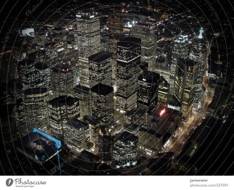 Highlife in Toronto Stadt Hauptstadt Skyline Menschenleer Haus Hochhaus Bankgebäude Architektur Straße Business Nachtleben Farbfoto Außenaufnahme Kunstlicht