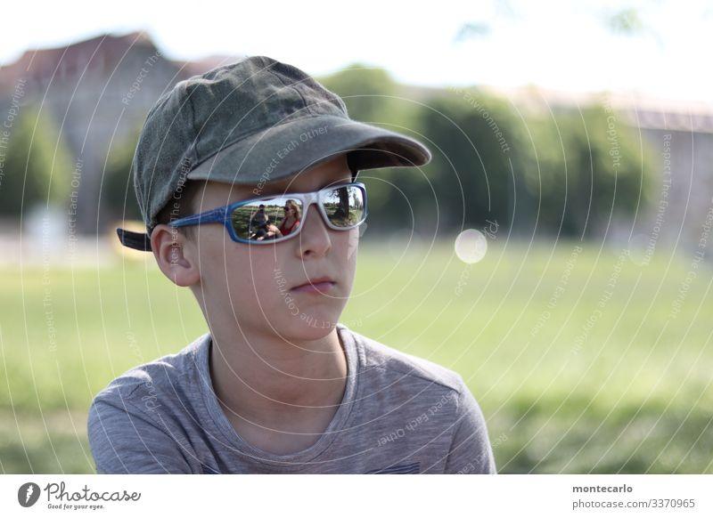 keep cool Kind Mensch Natur kalt Traurigkeit Gefühle Junge Denken Stimmung maskulin Kindheit sitzen beobachten Coolness 8-13 Jahre dünn