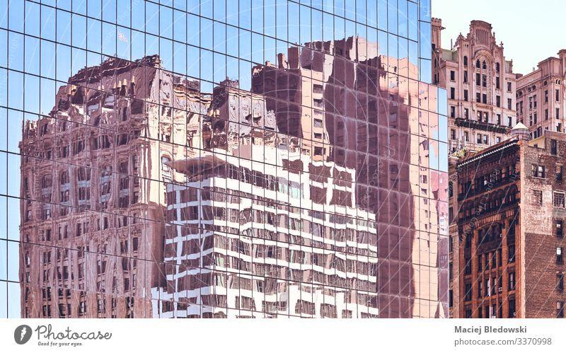 New Yorker Altbauten spiegeln sich in den Fenstern wider. elegant Stil Design Sightseeing Städtereise Häusliches Leben Wohnung Haus Büro Stadt Hochhaus Gebäude