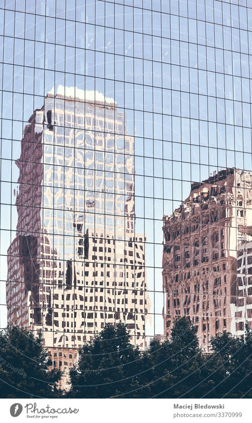 New Yorker Altbauten spiegeln sich in den Fenstern wider. kaufen Reichtum elegant Stil Sightseeing Städtereise Häusliches Leben Wohnung Büro Stadt Hochhaus