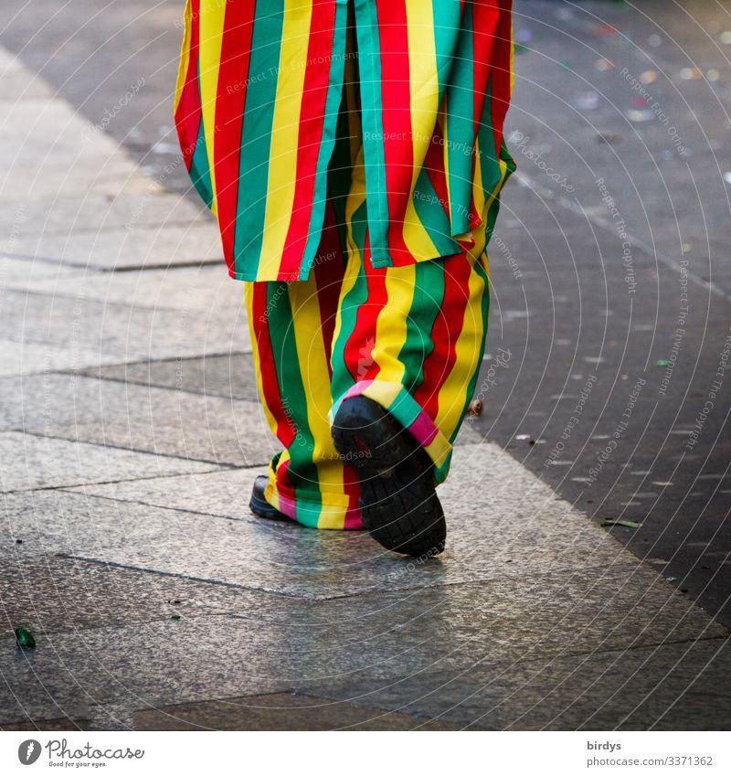 Ein Jeck Mensch Farbe Freude lustig feminin Bewegung Feste & Feiern Stil gehen Freizeit & Hobby Linie maskulin Fröhlichkeit Lebensfreude authentisch verrückt