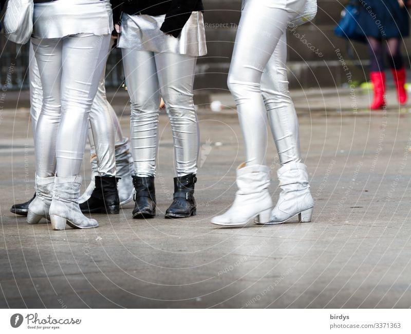 Karnevalspace Mensch feminin Junge Frau Jugendliche Freundschaft Menschengruppe 18-30 Jahre Erwachsene 30-45 Jahre Karnevalskostüm Damenschuhe Feste & Feiern