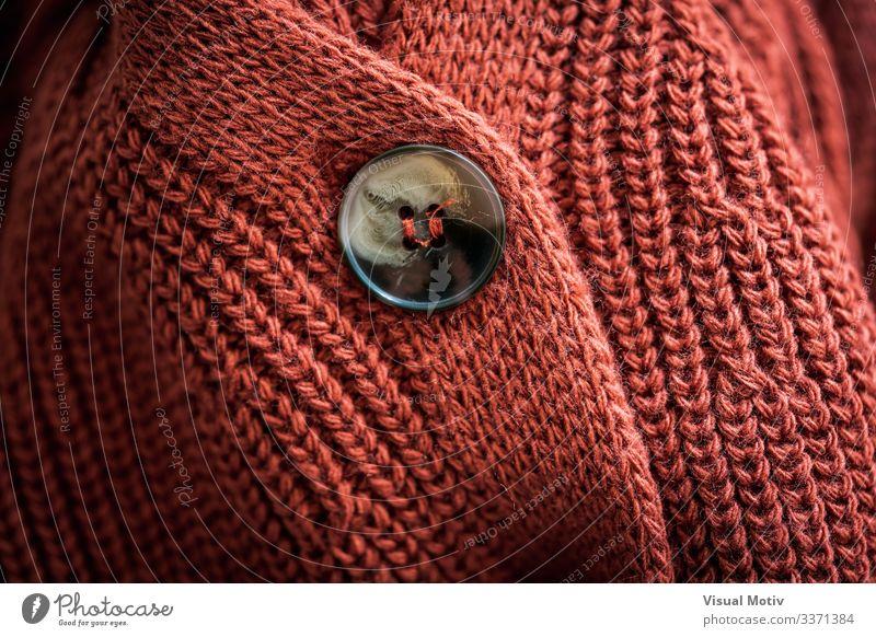 Strickjacke aus Naturwolle Design Winter Industrie Mode Bekleidung dick natürlich rot Geborgenheit bequem Farbe texturiert Oberfläche Strickwaren stricken