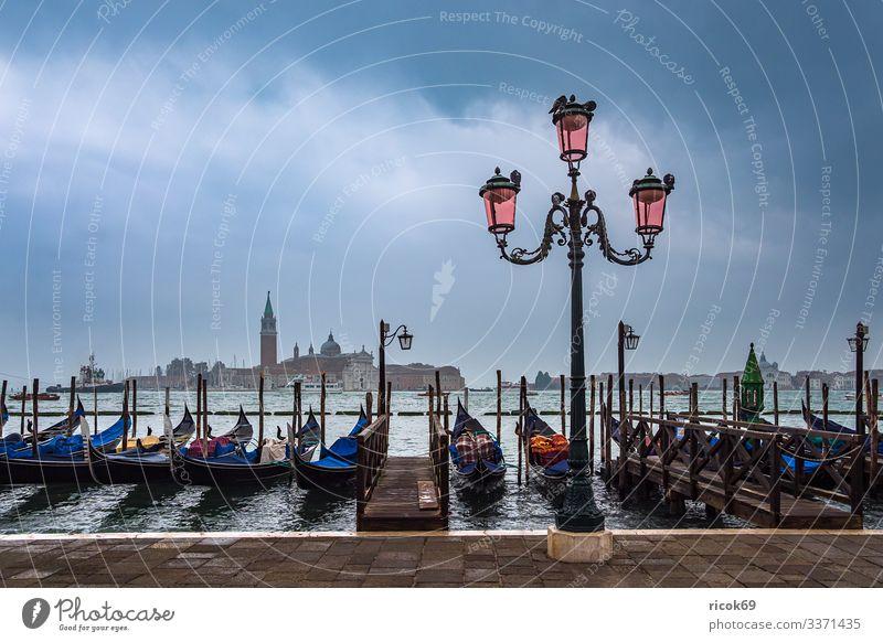 Blick auf die Insel San Giorgio Maggiore in Venedig, Italien Erholung Ferien & Urlaub & Reisen Tourismus Haus Wasser Wolken Stadt Turm Bauwerk Gebäude