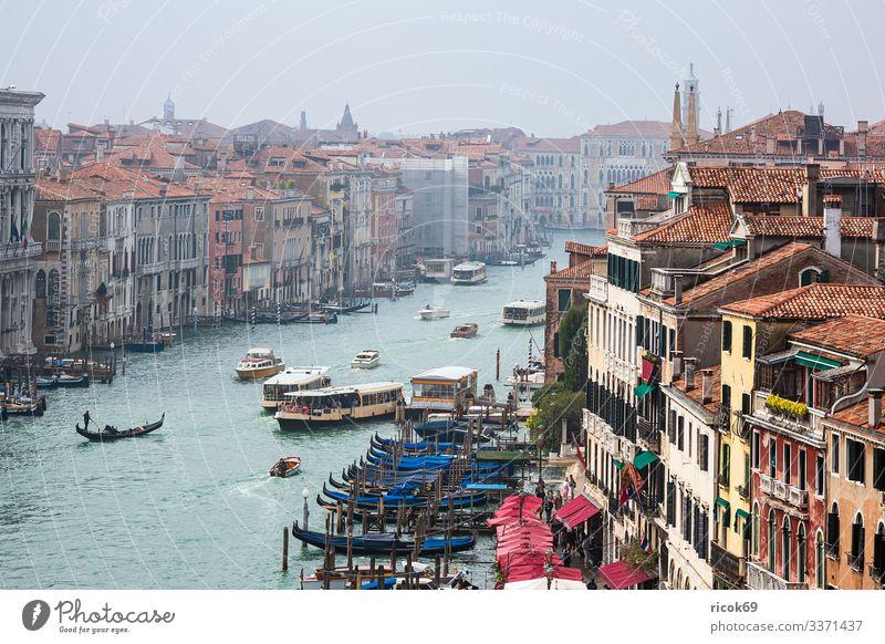 Blick auf den Canal Grande in Venedig, Italien Ferien & Urlaub & Reisen alt blau Stadt Wasser Haus Erholung Wolken Architektur Gebäude Tourismus Fassade