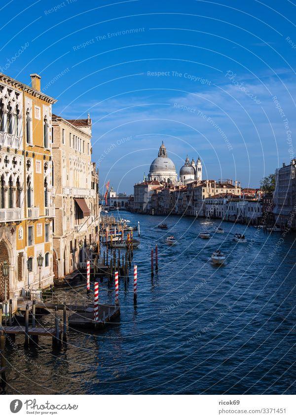 Ferien & Urlaub & Reisen alt blau Stadt Wasser Haus Erholung Wolken Architektur Gebäude Tourismus Fassade Europa Idylle Italien historisch