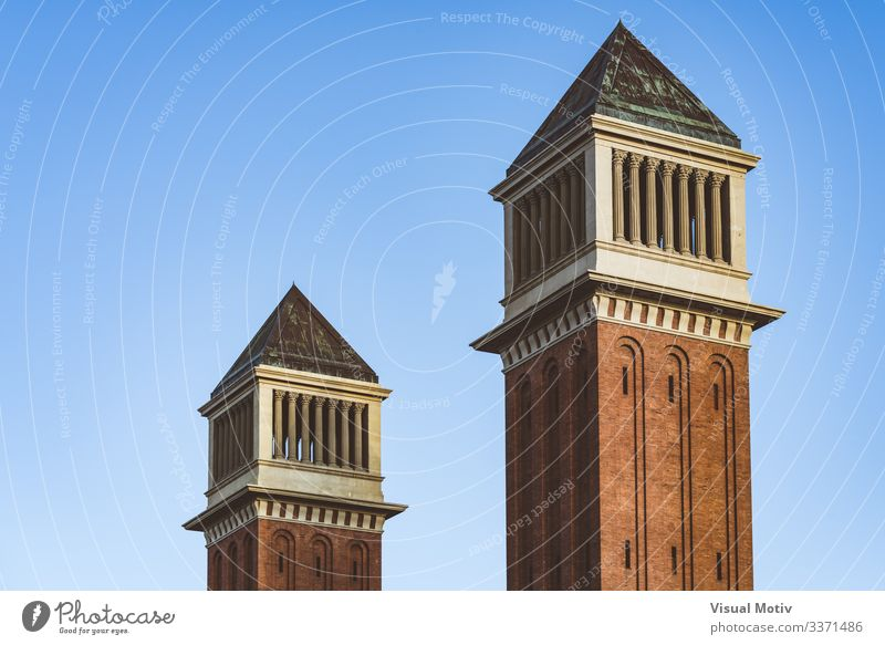Venezianische Zwillingstürme unter blauem Himmel Landschaft Hauptstadt Gebäude Architektur Backstein Farbe Zwillingstürme aus Venedig Blauer Himmel Turm