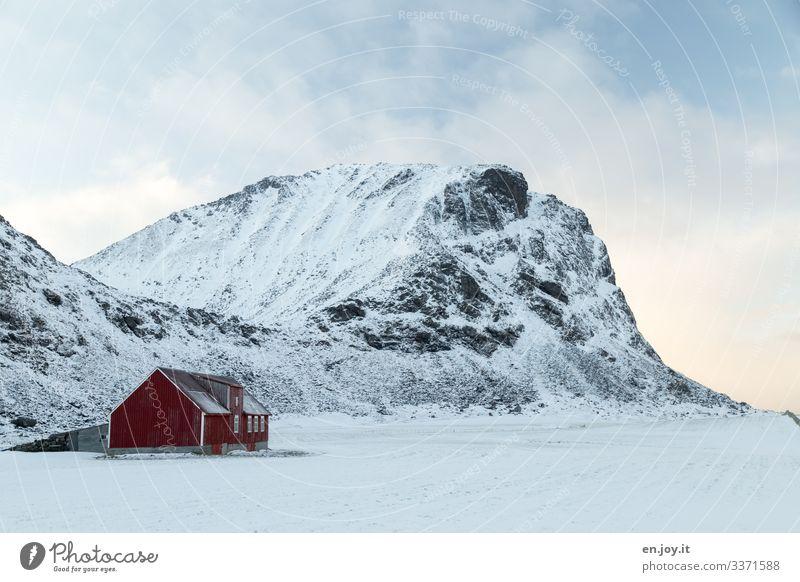 Schafstall Ferien & Urlaub & Reisen Winter Schnee Natur Landschaft Wolken Eis Frost Felsen Berge u. Gebirge Schneebedeckte Gipfel Norwegen Skandinavien Lofoten