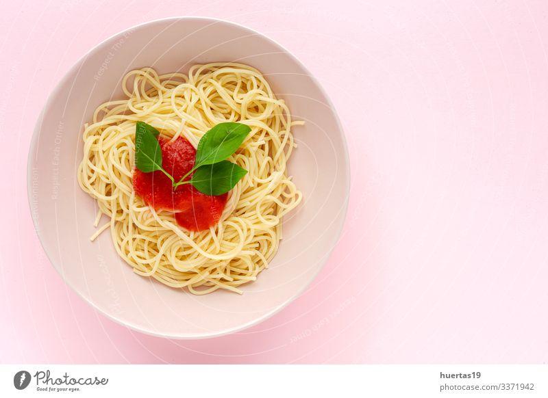 Hausgemachte Spaghetti mit Tomaten-Basilikum-Sauce Lebensmittel Kräuter & Gewürze Ernährung Mittagessen Abendessen Italienische Küche Teller Gabel Blatt lecker