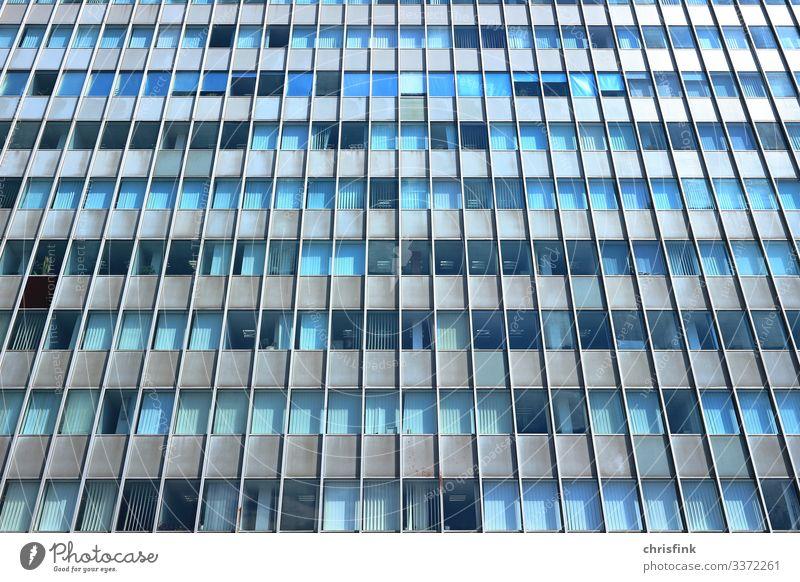 Hochhausfassade Glas Farbfoto alt Glasfassade Bürogebäude Schule lernen Arbeit & Erwerbstätigkeit Metall Beton Stein Industrieanlage Turm Fassade Fenster